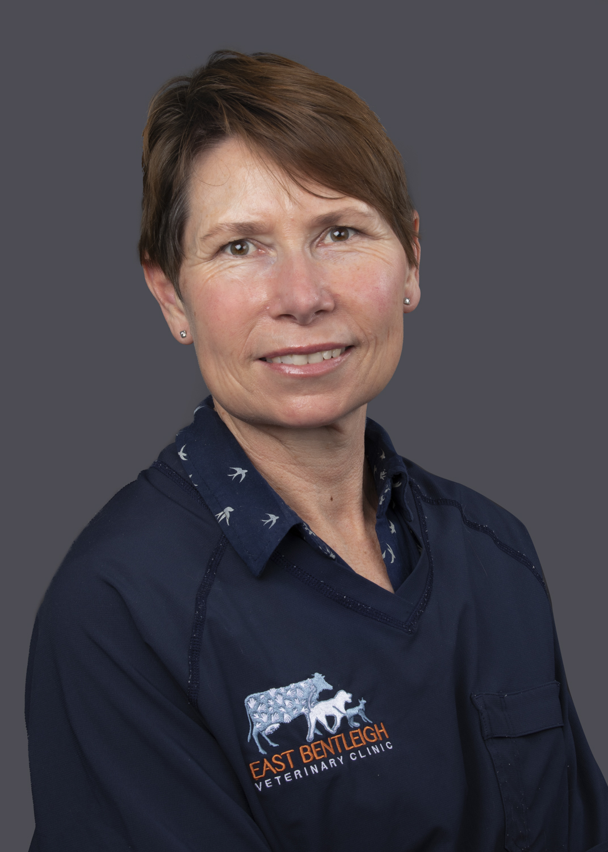 Dr Lisa